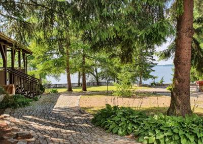dom-nad-jeziorem-na-Mazurach