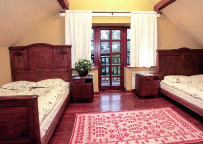 sypialnia-z-dwoma-łóżkami