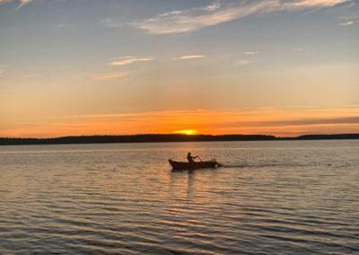 łódka-na-jeziorze