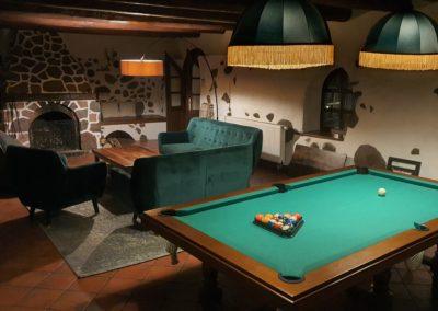 stół bilardowy w domu